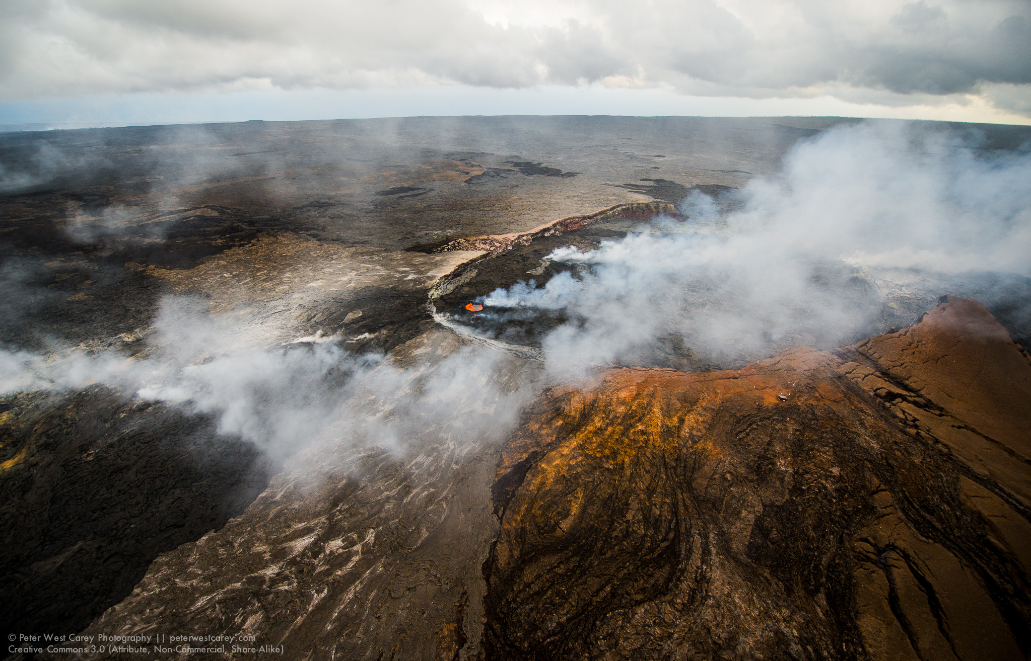 Pu'u 'O'o Lava Pond, Hawaii Volcanoes National Park, Hawaii, USA